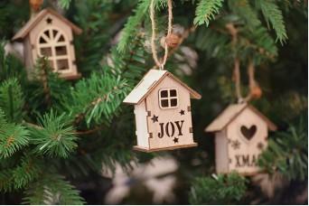 """Χριστουγεννιάτικο Ξύλινο Σπιτάκι Φυσικό Παράθυρο """"Joy"""" 6cm CD5129-2"""