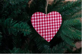 Ξύλινη Καρδιά Καρώ Άσπρο Κόκκινο CD7761-3