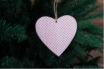 Ξύλινη Καρδιά Λευκό Κόκκινο-Πουά CD7761-5