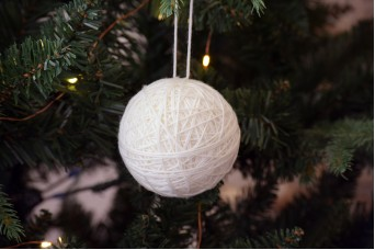 Χριστουγεννιάτικη Μπάλα Μάλλινη Λευκή 7cm FI7647