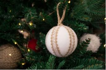 Χριστουγεννιάτικες Μπάλες 3τεμ. Χνουδωτές με Γιούτα CD7970