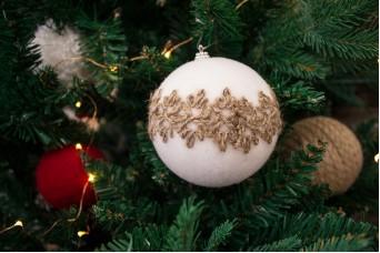Χριστουγεννιάτικες Μπάλες 2τεμ. Χνουδωτές με Γιούτα CD7972