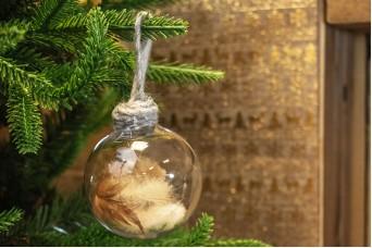 Χριστουγεννιάτικη Μπάλα Καφέ Φτερά 8cm CD19-4065-1