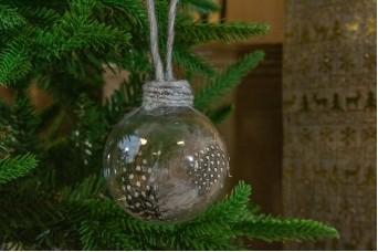 Χριστουγεννιάτικη Μπάλα Γκρι Φτερά 8cm CD19-4065-2