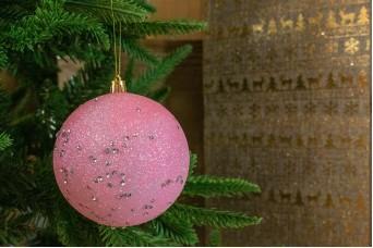 Χριστουγεννιάτικη Μπάλα Ροζ με Πούλιες 10cm CD19-4098