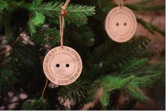 """Σετ Κουμπιά Ξύλινα """"A Very Merry Christmas"""" 6,5cm CD5138"""