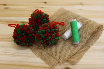 Μάλλινα Pom Poms 6cm Πράσινα-Κόκκινα FI8932RG