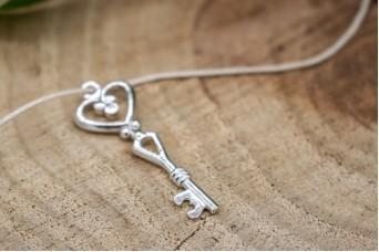Μεταλλικό Κλειδί-Καρδιά Ασημένιο 40mm 10τεμ. MI1587-40R