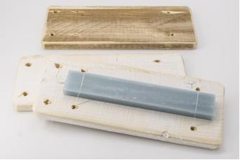Ξύλινη θήκη/display Πασχαλινής Λαμπάδας Λευκή WI1027W